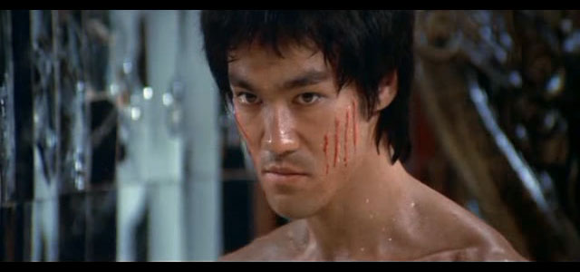 "El actor Bruce Lee en ""Enter the Dragon"""