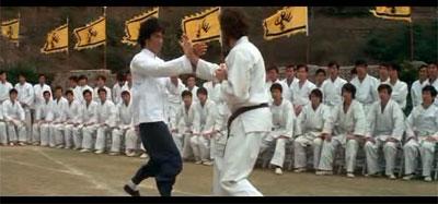 """Bruce Lee luchando en """"Operación Dragón"""""""