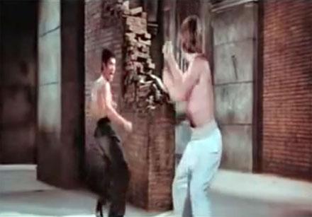"""Bruce Lee se enfrenta con Chuck Norris en la película """"El Furor del Dragón"""""""
