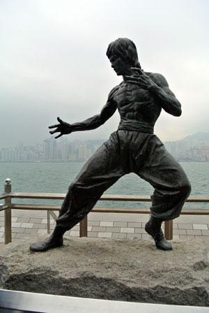 Estatua conmemorativa de Bruce Lee tras su muerte