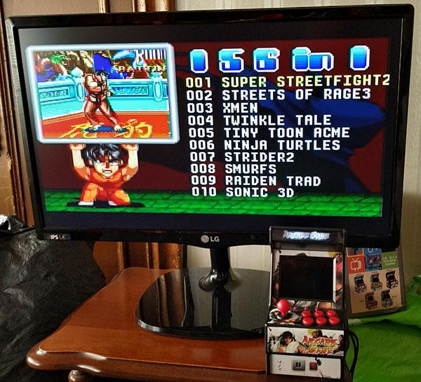 Menú principal para seleccionar juegos en consola retro portátil arcade