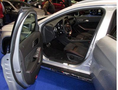 Mercedes GLA , (Espacio interior).
