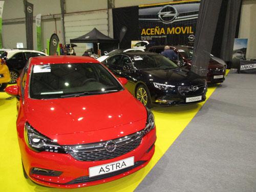 Opel Astra y Opel Insignia en el Salón del Automóvil de Lugo 2019.