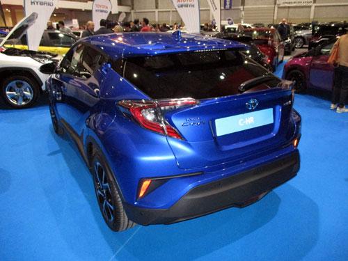 Toyota C-HR Hybrid desde atrás.
