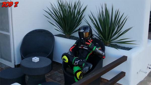 ZoD durante uno de los vídeos pertenecientes a su canal.
