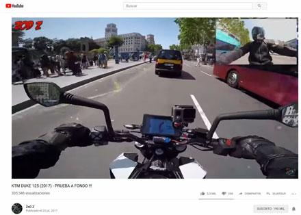 ZoD Z rodando con una Naked por ciudad